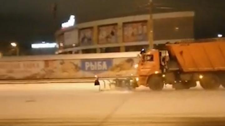 «Работали всю ночь»: дорожники отчитались, как чистили Челябинск и область в снегопад