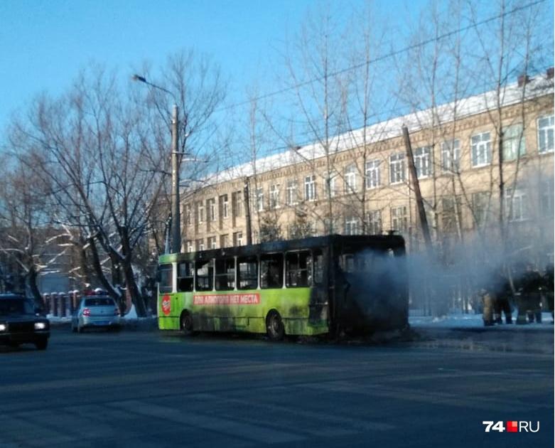 Но к тому времени салон автобуса уже полностью выгорел
