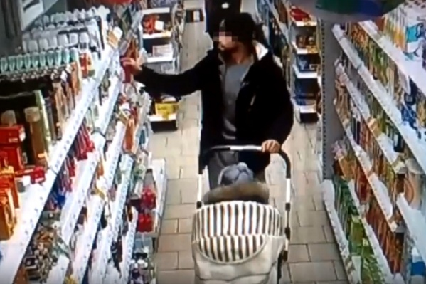 Мужчина пытался вынести товар на 7000 рублей, но его задержали охранники