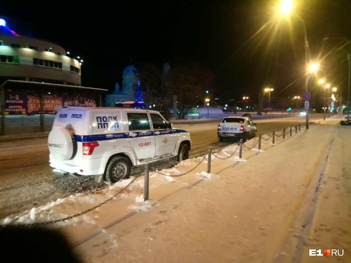 Также у банка дежурили полицейские