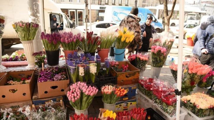 Путевка на море, цветы и нижнее белье: какие подарки хотят получить ростовчанки к 8 Марта