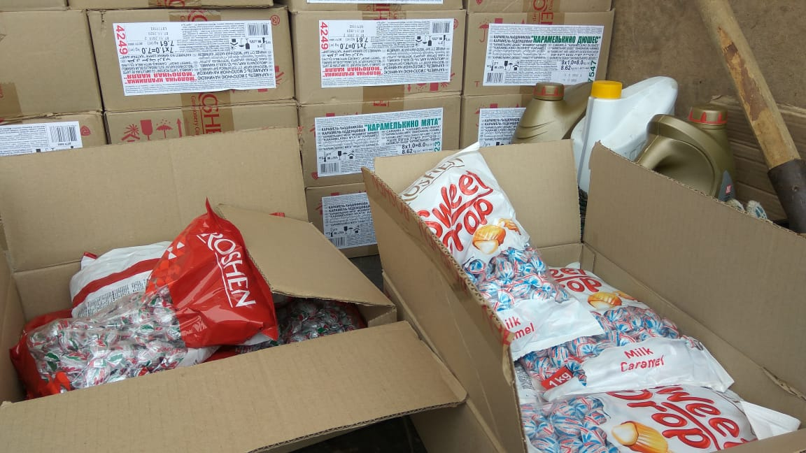 В коробках оказалось 2,5 тонны сладостей
