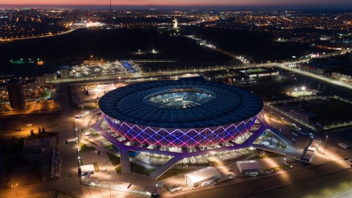 «Волгоград Арена», Мамаев курган и «танцующий мост»: известный фотограф снял с высоты вечерний город
