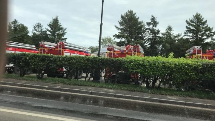 Сразу 14 новых пожарных машин привезли в Красноярск для усиления к Универсиаде