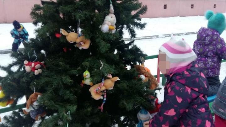 Кража века: в Пионерском поселке из детского сада стащили новогоднюю елку, которую украсили малыши