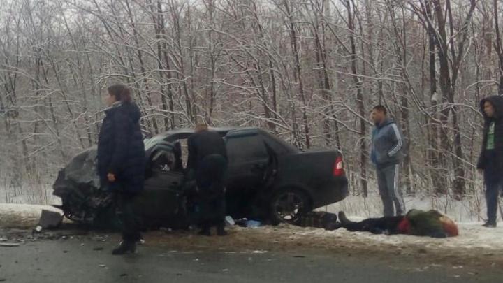 Двое погибли на месте: в Самарской области на трассе лоб в лоб столкнулись «Датсун» и «Приора»