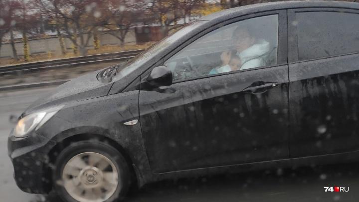 «Ребёнок был до девяти месяцев»: ГИБДД заинтересовалась автомобилисткой с малышом на руках