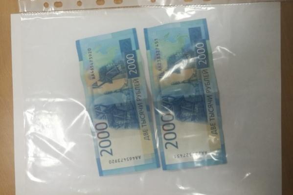 Похожий случай произошел в Богучанах 2 недели назад — водитель подложил в шапку инспектору 4 тысячи рублей