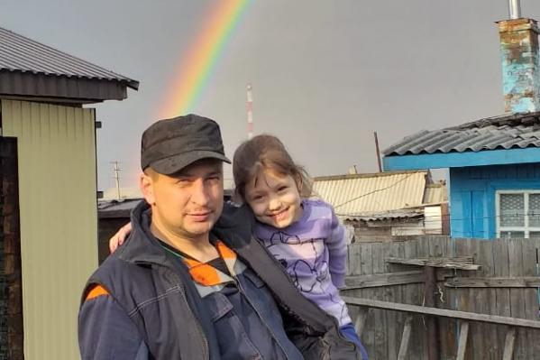 Артём с маленькой Катей не смогли выбраться из горящего дома