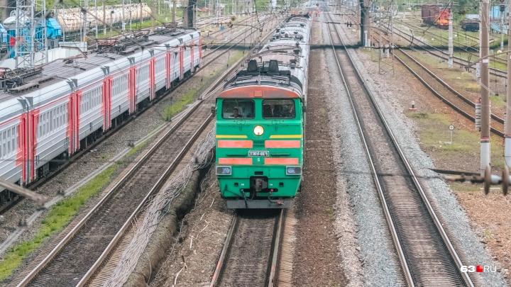 Отрезало стопу: в Самарской области мужчина попал под поезд
