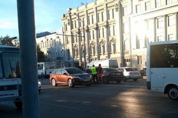 Водитель проигнорировал требование регулировщика. В результате погиб пешеход
