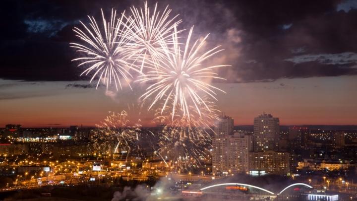 Высокие залпы и множество огней: в Челябинске прогремел праздничный салют