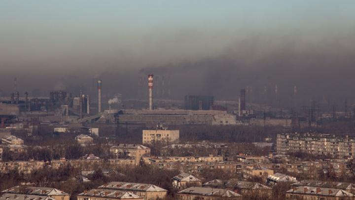 «Даже дышать не хочется»: в Челябинске объявили режим «чёрного неба»