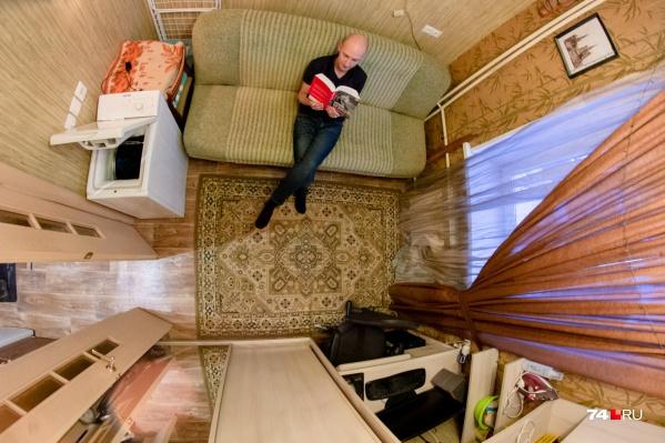 Студия — отличный вариант для одиноких и не очень прихотливых. Такие квартиры часто берут для молодых людей или пенсионеров