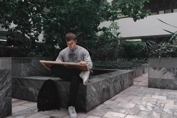 Евгений в июне окончил Академию архитектуры и искусств ЮФУ