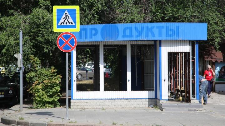 «Нас наказали сносом, а их?»: в центре Волгограда сносят последние магазины на улице Советской