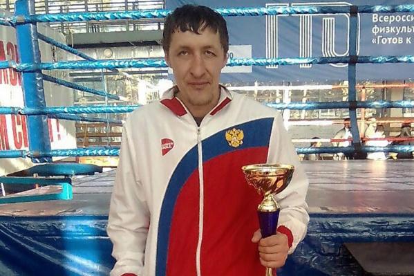 Рустам Шадаев — двукратный чемпион России и чемпион мира 2004 года по кикбоксингув разделе фулл-контакт с лоу-киком