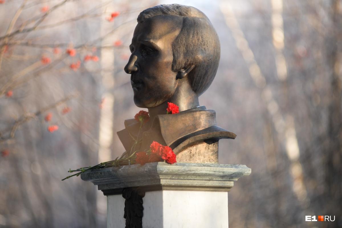 Григорий Цыганов был убит, предположительно, по заказу Олега Вагина. На его похороны пришли тысячи людей