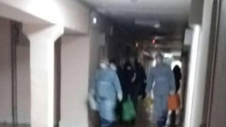 Врачи в защитных костюмах и масках увезли китайскую студентку из общежития челябинского вуза