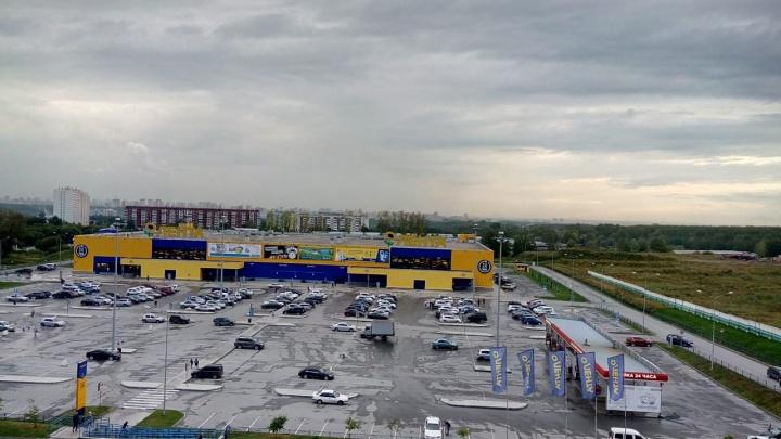 Жители 6-го микрорайона Новосибирска жалуются на едкий запах в воздухе, от которого болит голова