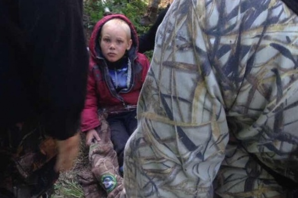Это первое фото Димы после того, как его нашли в лесу
