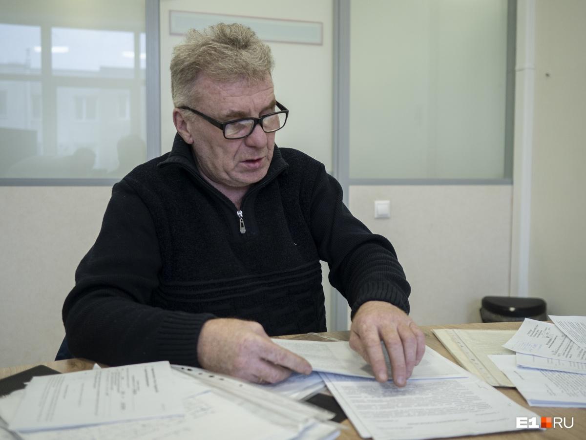 Александр Владимирович пытается доказать, что он имеет право жить в коттедже, который он построил