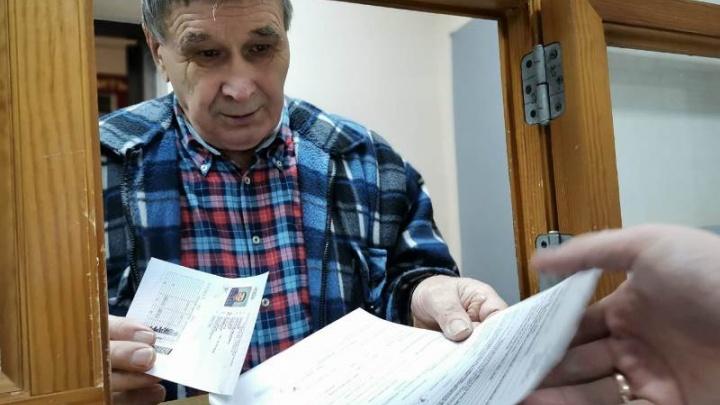 Первый инспектор Енисейска получил 5-е водительское удостоверение и рассказал, как сдавали экзамены раньше