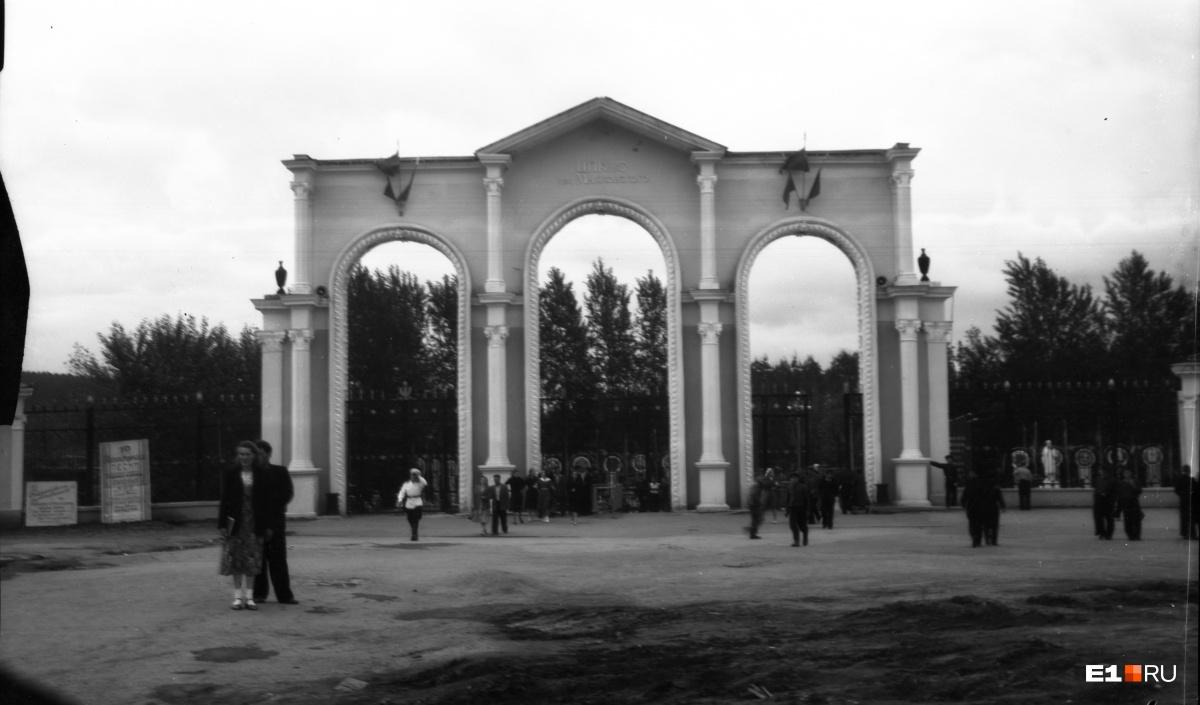 Центральный вход Центрального парка культуры и отдыха. 1955 год