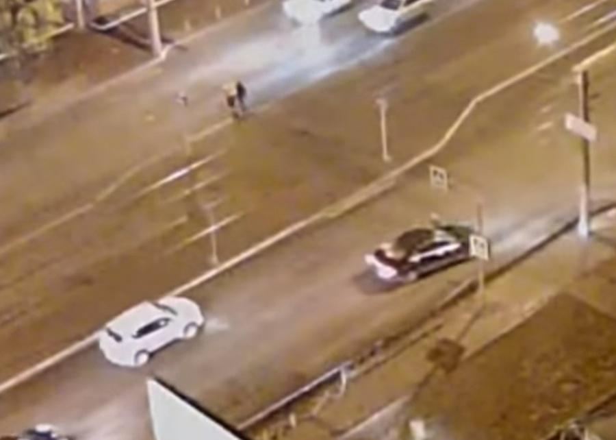 ВКрасноярске шофёр сбил пешехода, посадил вмашину иувез