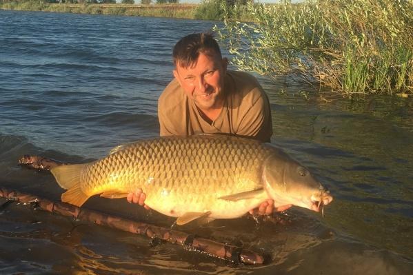 Самарец сфотографировался с огромной рыбой