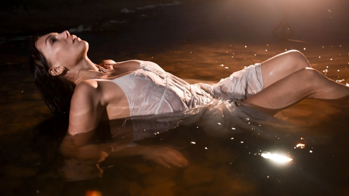 Горячо! Екатеринбуржцы сняли двух жарких красоток прямо в воде: показываем фотографии