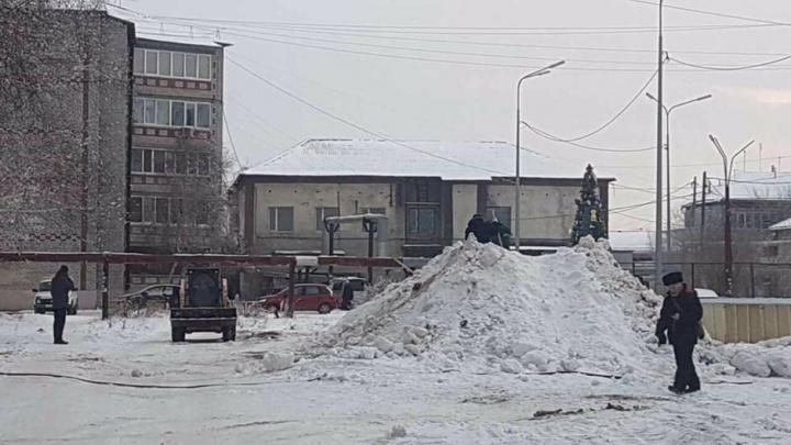 Пропажа деревянной горки, на которой катались 30 лет, переполошила жителей тюменского поселка