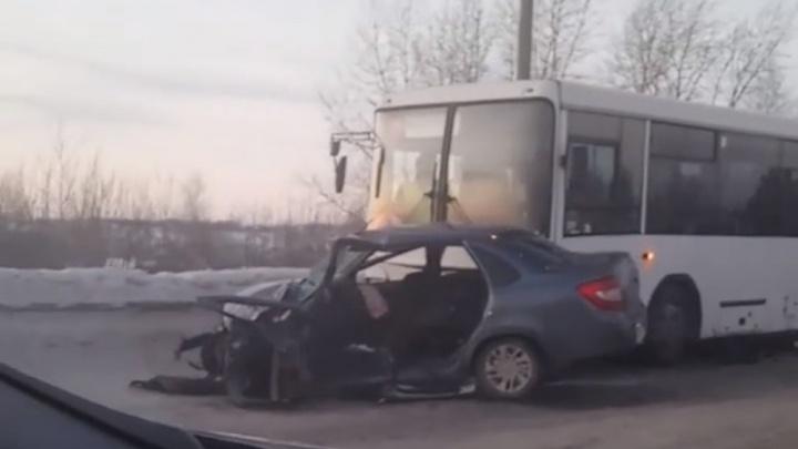 Три человека пострадали в массовом ДТП на подъезде к Чусовскому мосту