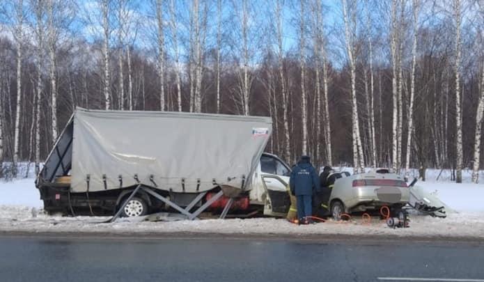 В Башкирии в ДТП с грузовиком ГАЗ и ВАЗ-2110 погиб пенсионер, есть видео с регистратора