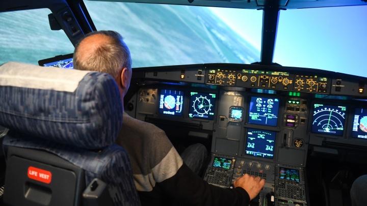 Репетиция катастрофы: как пилотов «Уральских авиалиний» учат спасать пассажиров