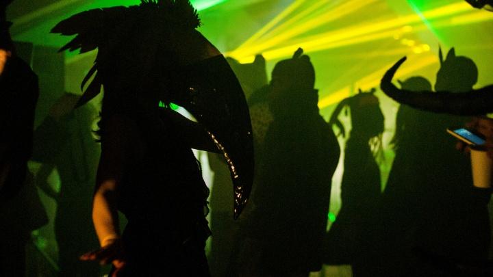 Организатор BDSM-вечеринок устроил звериную пати в особняке на Плотинке