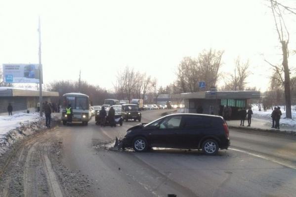 Авария случилась около остановки «Кирзавод»