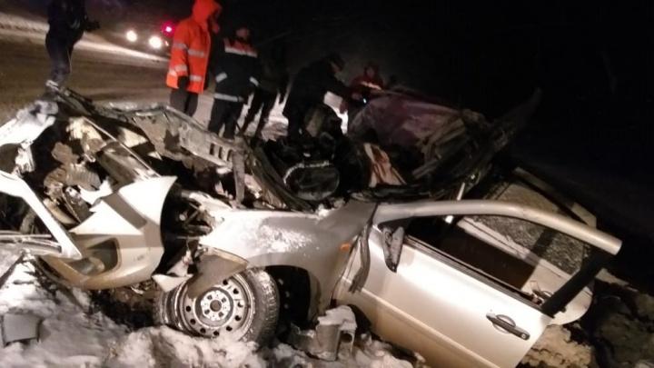 Один из пострадавших скончался в больнице: подробности жуткого ДТП на трассе Пермь — Екатеринбург