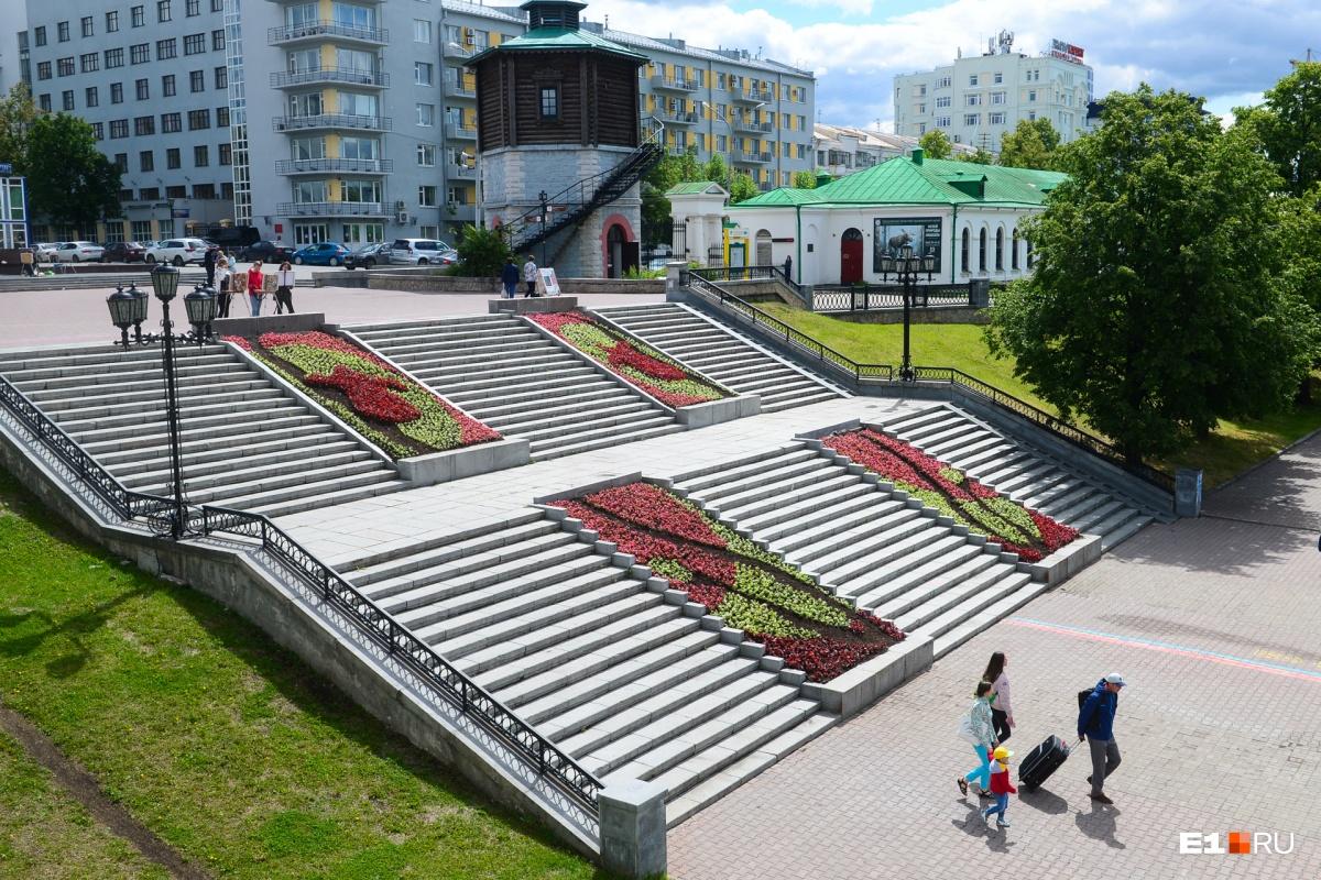 Ежегодно засаживают цветниками десятки тысяч квадратных метров площадей