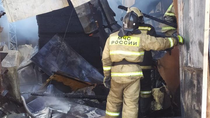 В двух пожарах в Красноярском крае за прошлые сутки погибли трое детей