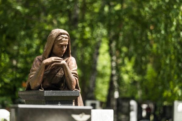 Кладбища — не только места скорби, но и благодатная тема для суеверий и легенд