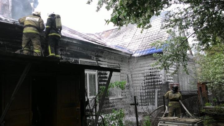 В Советском округе произошёл пожар повышенной сложности — из квартир вынесли два баллона