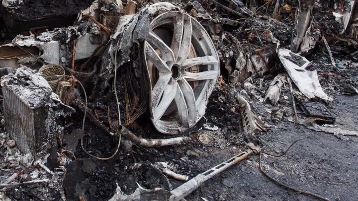 В Камышине выгорели дотла пассажирские автобусы