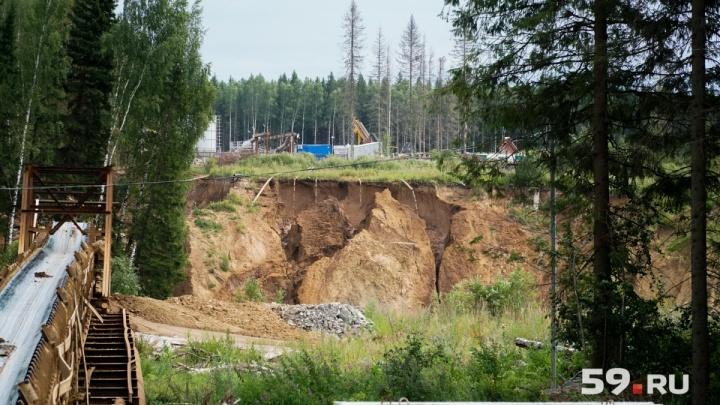 Опасную зону у воронки на руднике СКРУ-2 посетили надзорные краевые органы и прокуратура