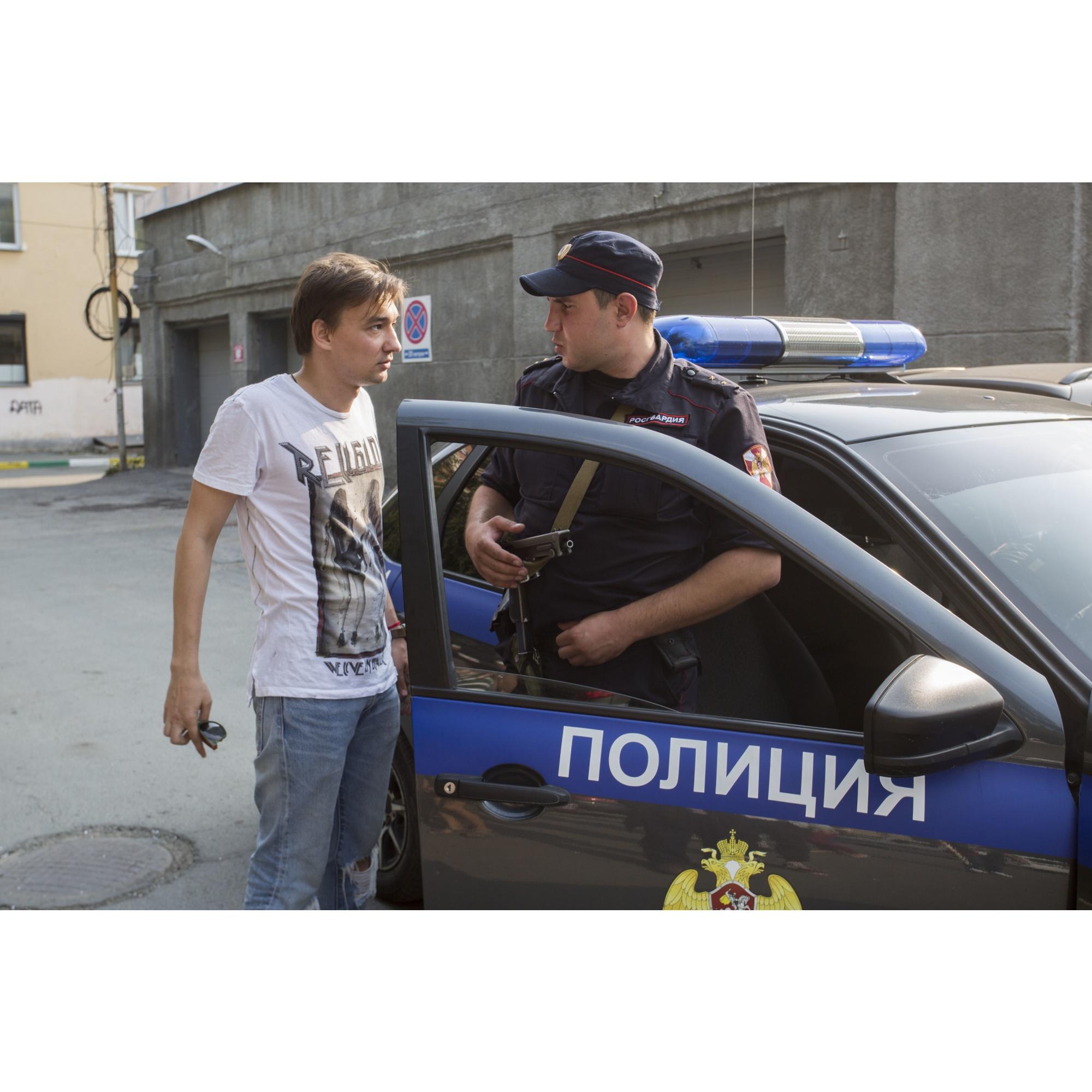 Полицию вызвали местные жители, не понимавшие, что происходит