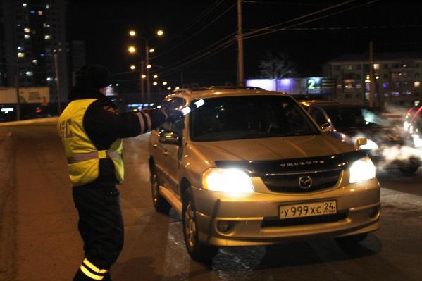 Машину остановили общественники и сдали полицейским