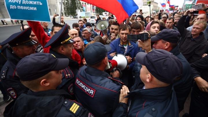 Полиция выпустила нескольких задержанных участников акции протеста в центре Новосибирска