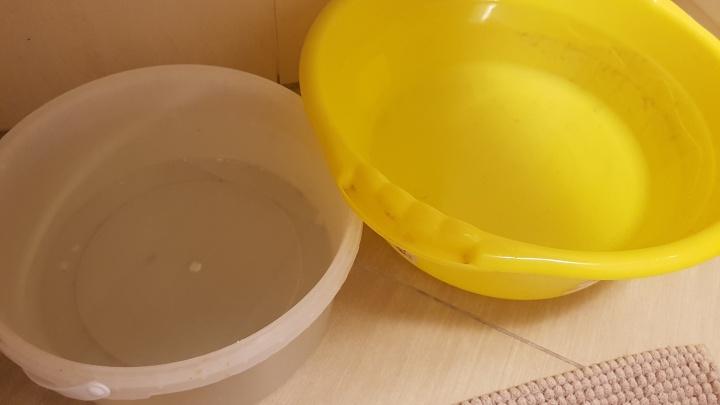 Купить одноразовую посуду и набрать ванну: курганцы о том, как пережить длинные выходные без воды