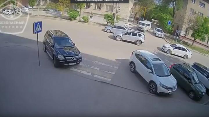 В Волгограде камера сняла наглых нарушителей на иномарках