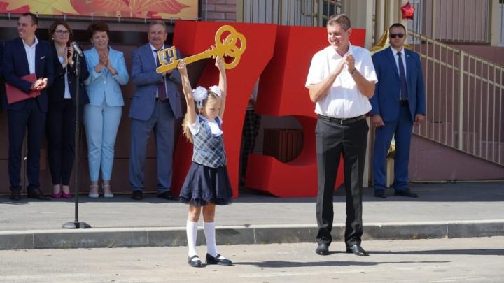 Бантики и шарики: онлайн-трансляция со школьных линеек Ростова